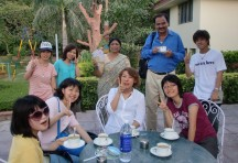 Students from Japan enjoying a tea break with Tazurba co-ordinators